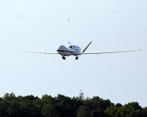 AV-6 landing at Wallops (9.12.12)