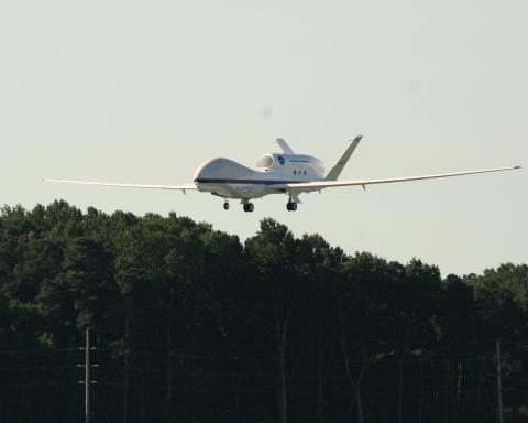 AV-6 landing at Wallops 12 Sep 2012
