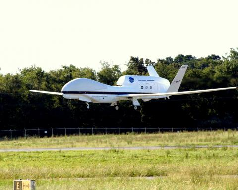 AV-6 landing at Wallops 12 Sep 2012