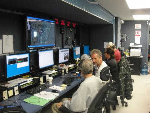 AVAPS and CPL teams in the Payload Mobile Operations Facility (Sep 2012)